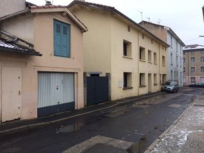 GARAGE A LOUER - LE CHAMBON FEUGEROLLES - 44,33 € charges comprises par mois