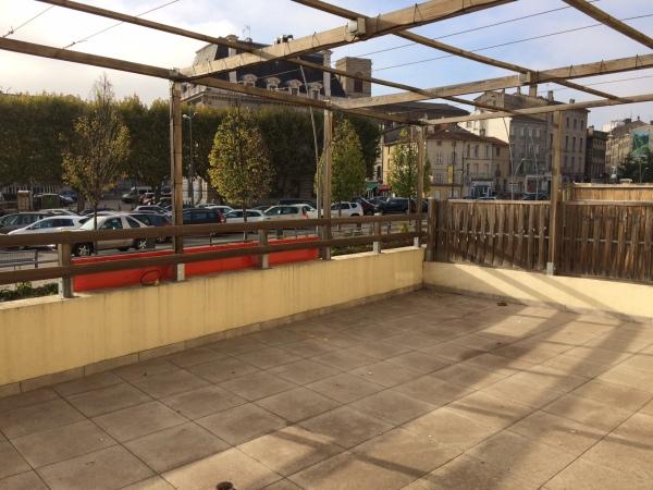 Local commercial rive de gier lou immobilier rive for Garage lapeyre rive de gier