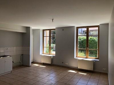 STUDIO A LOUER - ST ETIENNE VALBENOITEPORTAIL ROUGE METARE - 37 m2 - 283 € charges comprises par mois
