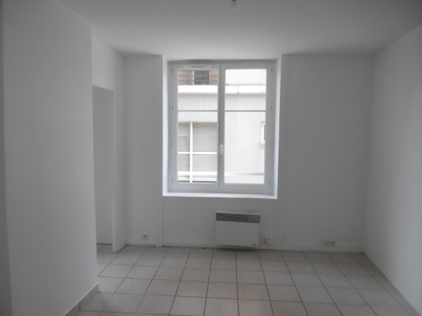 studio st etienne bizillon 30 m2 lou immobilier st etienne agence immobili re cheylus. Black Bedroom Furniture Sets. Home Design Ideas