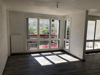 APPARTEMENT T5 A LOUER - ST ETIENNE COTONNE-MONTFERRE - 90 m2 - 650 € charges comprises par mois