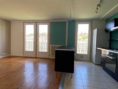APPARTEMENT T4 A VENDRE - ST ETIENNE EST - 79,16 m2 - 125000 €
