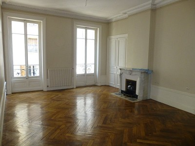 APPARTEMENT T3 A LOUER - ST ETIENNE PREFECTURE-JACQUARD - 95 m2 - 644 € charges comprises par mois