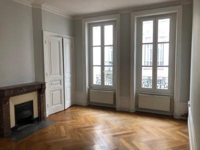 APPARTEMENT T2 A LOUER - ST ETIENNE CENTRE - 60 m2 - 450 € charges comprises par mois