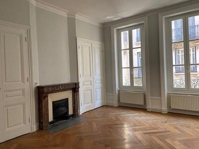 APPARTEMENT T2 A LOUER - ST ETIENNE CENTRE - 59 m2 - 400 € charges comprises par mois