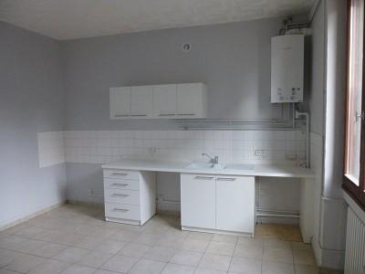 APPARTEMENT T3 A LOUER - LE CHAMBON FEUGEROLLES - 72 m2 - 363 € charges comprises par mois