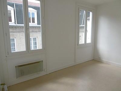 STUDIO A LOUER - ST ETIENNE HYPER CENTRE - 29 m2 - 300 € charges comprises par mois
