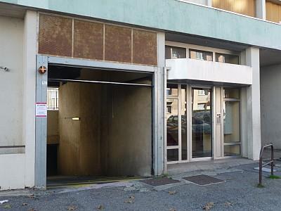GARAGE A LOUER - ST ETIENNE BELLEVUE-JOMAYERE-SOLAURE - 46,67 € charges comprises par mois