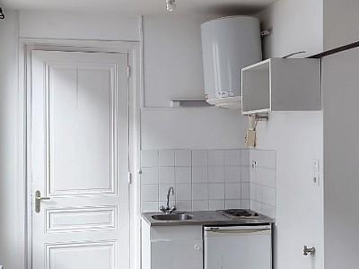 STUDIO A LOUER - ST ETIENNE HYPER CENTRE - 22 m2 - 252 € charges comprises par mois