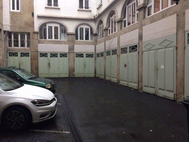 GARAGE A LOUER - ST ETIENNE HYPER CENTRE - 81,67 € charges comprises par mois