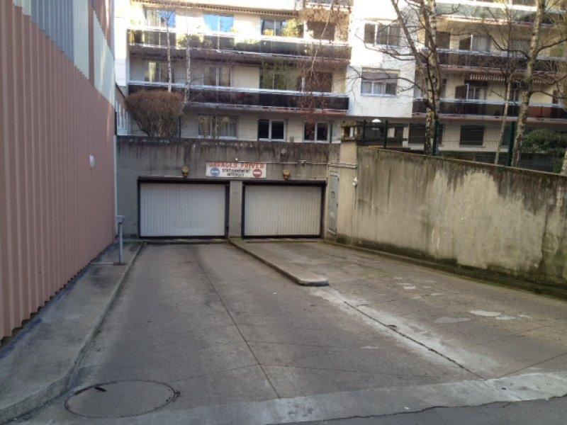 GARAGE A LOUER - ST ETIENNE PREFECTURE-JACQUARD - 65,67 € charges comprises par mois