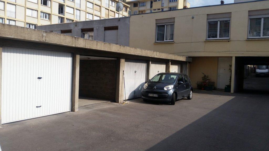 GARAGE A LOUER - ST ETIENNE PREFECTURE-JACQUARD - 51,34 € charges comprises par mois