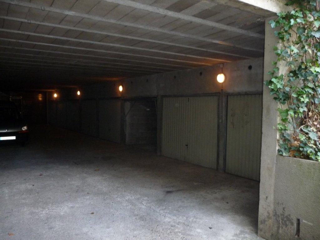GARAGE A LOUER - ST ETIENNE BIZILLON - 80 € charges comprises par mois