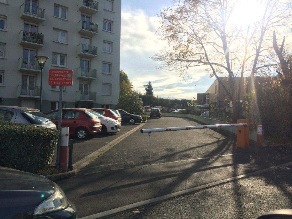 GARAGE A LOUER - ST ETIENNE BELLEVUE-JOMAYERE-SOLAURE - 51,67 € charges comprises par mois