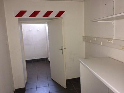 LOCAL COMMERCIAL A LOUER - ST MARTIN LA PLAINE - 99 m2 - 566 € HC par mois