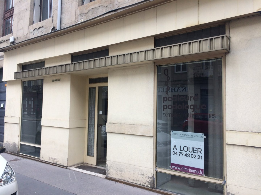 LOCAL COMMERCIAL A VENDRE - ST ETIENNE CENTRE - 40 m2 - 20000 €
