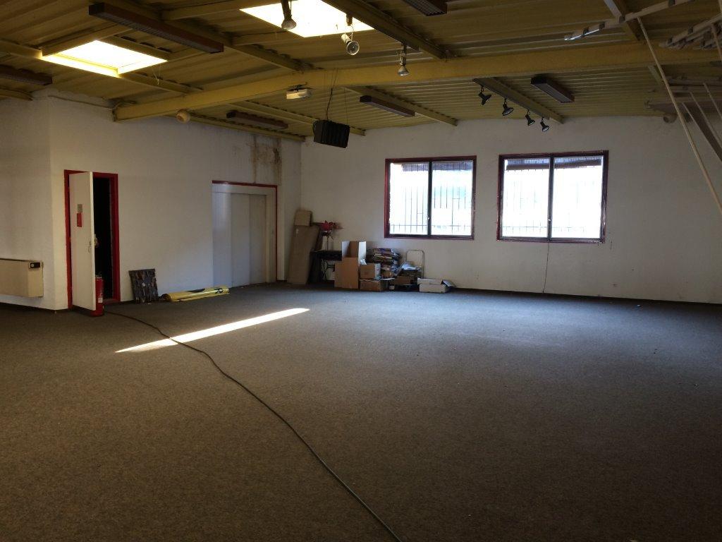Local d 39 activite a louer rive de gier 600 m2 prix for Garage lapeyre rive de gier