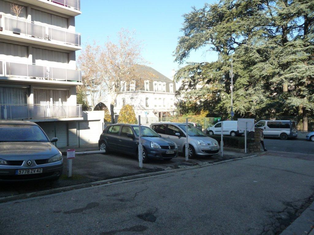 PARKING - ST ETIENNE VILLEBOEUF-RICHELANDIERE - LOUÉ