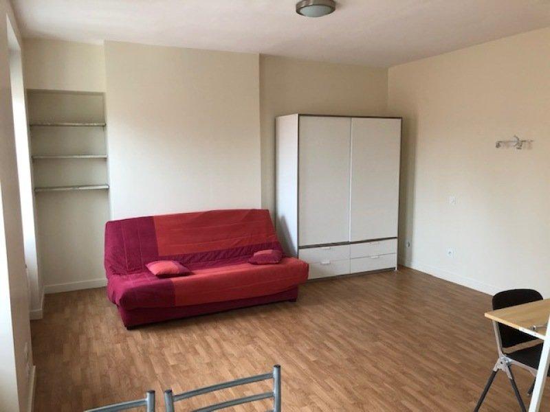 STUDIO A LOUER - ST ETIENNE SAINT ROCH - 35 m2 - 355 € charges comprises par mois