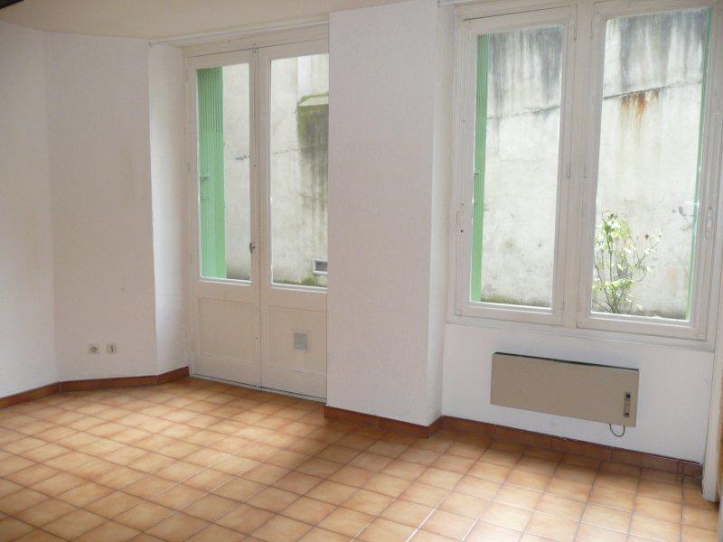 STUDIO A LOUER - ST ETIENNE HYPER CENTRE - 33 m2 - 310 € charges comprises par mois