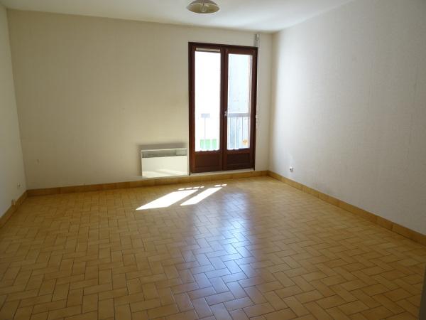 studio a louer saint etienne hyper centre 25 m2 280 charges comprises par mois. Black Bedroom Furniture Sets. Home Design Ideas