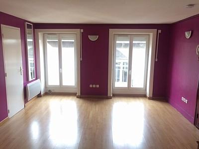 STUDIO A LOUER - ST ETIENNE PREFECTURE-JACQUARD - 31 m2 - 306 € charges comprises par mois