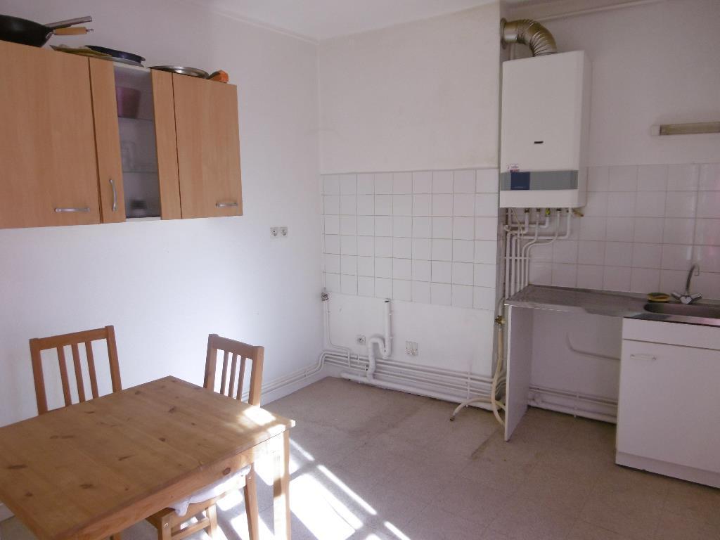 STUDIO A LOUER - ST ETIENNE CENTRE - 36 m2 - 335 € charges comprises par mois