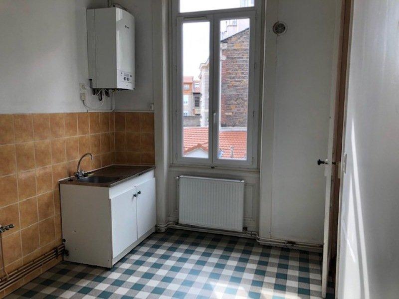 STUDIO A LOUER - ST ETIENNE HYPER CENTRE - 30 m2 - 308 € charges comprises par mois
