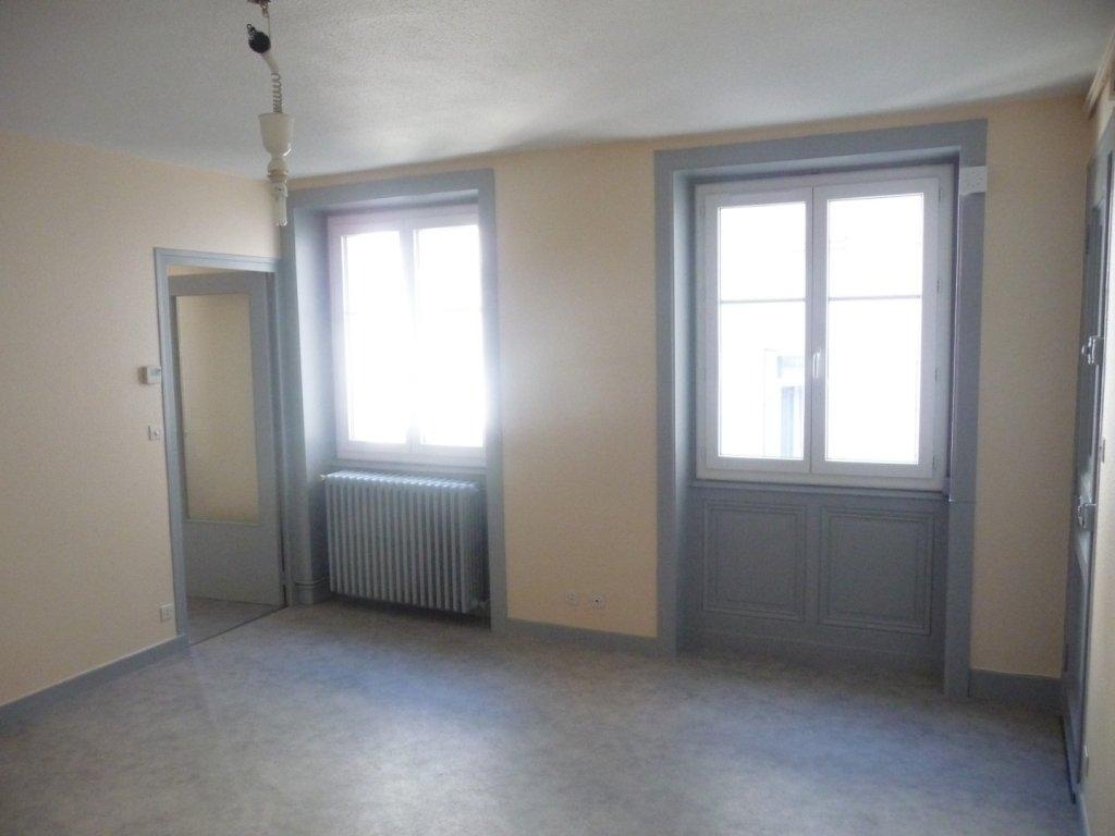 STUDIO A LOUER - ST ETIENNE HYPER CENTRE - 34 m2 - 303 € charges comprises par mois