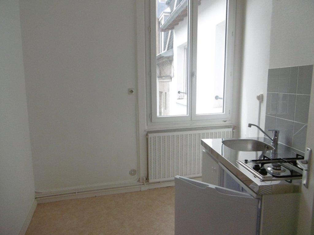 STUDIO A LOUER - ST ETIENNE HYPER CENTRE - 22 m2 - 250 € charges comprises par mois