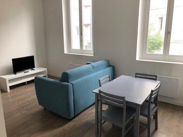 STUDIO A LOUER - ST ETIENNE SAINT FRANCOIS-MONTHIEU - 43 m2 - 450 € charges comprises par mois