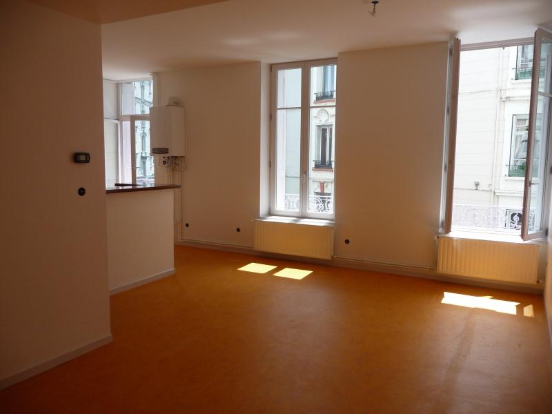 STUDIO A LOUER - ST ETIENNE SAINT FRANCOIS-MONTHIEU - 43 m2 - 354 € charges comprises par mois