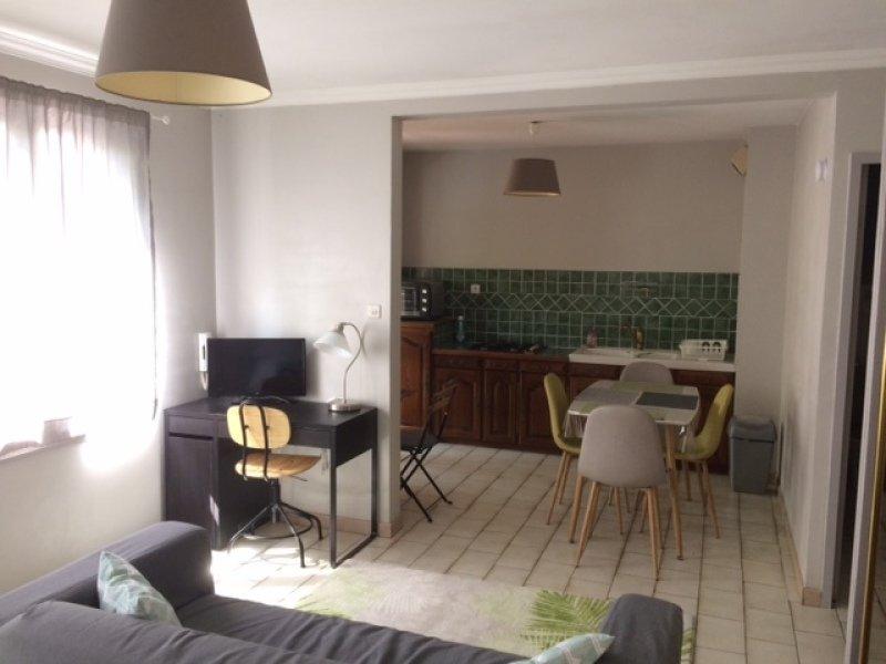 STUDIO A LOUER - ST ETIENNE CARNOT-MARAIS - 31 m2 - 425 € charges comprises par mois