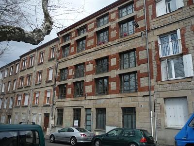 STUDIO A LOUER - ST ETIENNE TARDY-COLLINE DES PERES - 27,88 m2 - 325 € charges comprises par mois