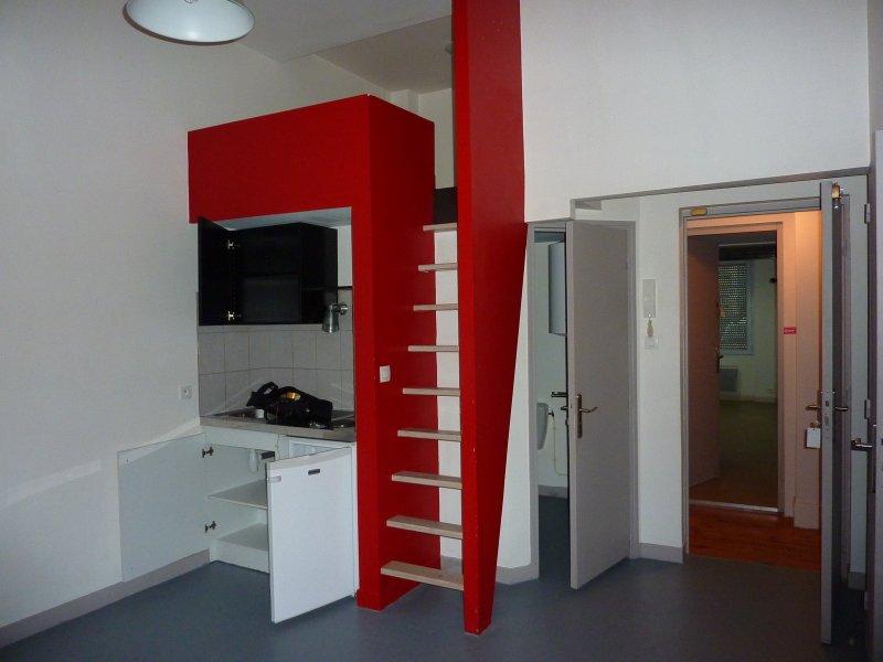 STUDIO A LOUER - ST ETIENNE BIZILLON - 18 m2 - 450 € charges comprises par mois