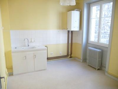 STUDIO A LOUER - ST ETIENNE HYPER CENTRE - 34 m2 - 300 € charges comprises par mois