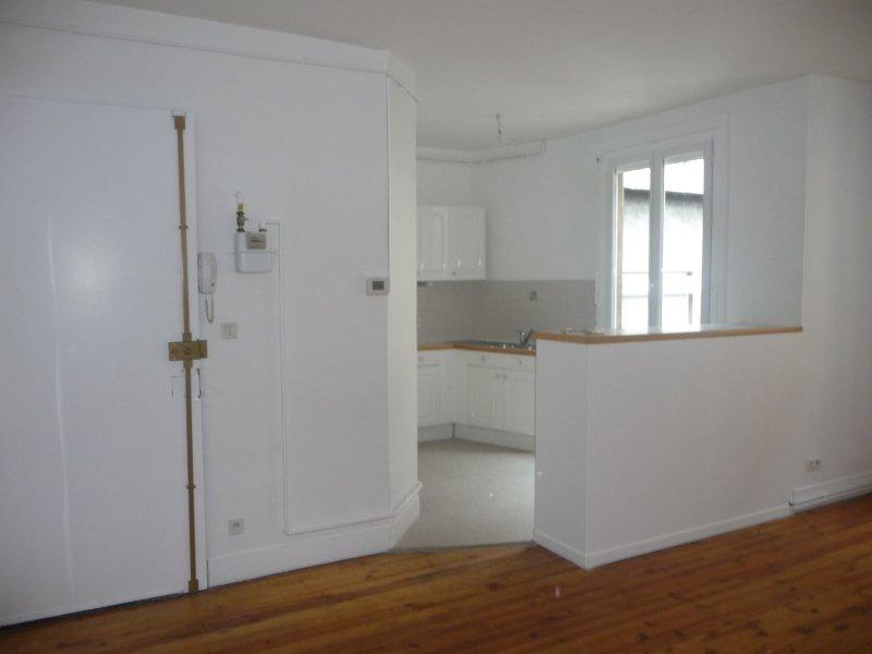APPARTEMENT T2 A LOUER - ST ETIENNE PREFECTURE-JACQUARD - 47 m2 - 404 € charges comprises par mois