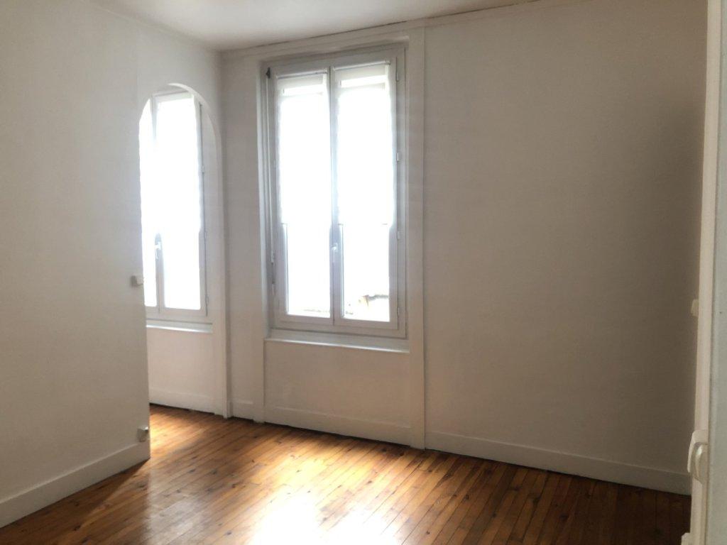 APPARTEMENT T2 A LOUER - ST ETIENNE PREFECTURE-JACQUARD - 39 m2 - 382 € charges comprises par mois
