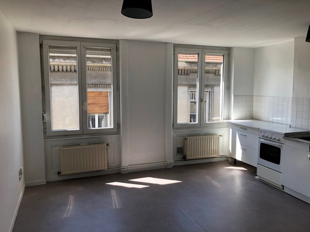 APPARTEMENT T2 A LOUER - ST ETIENNE BADOUILLERE-CHAVANELLE - 35 m2 - 290 € charges comprises par mois