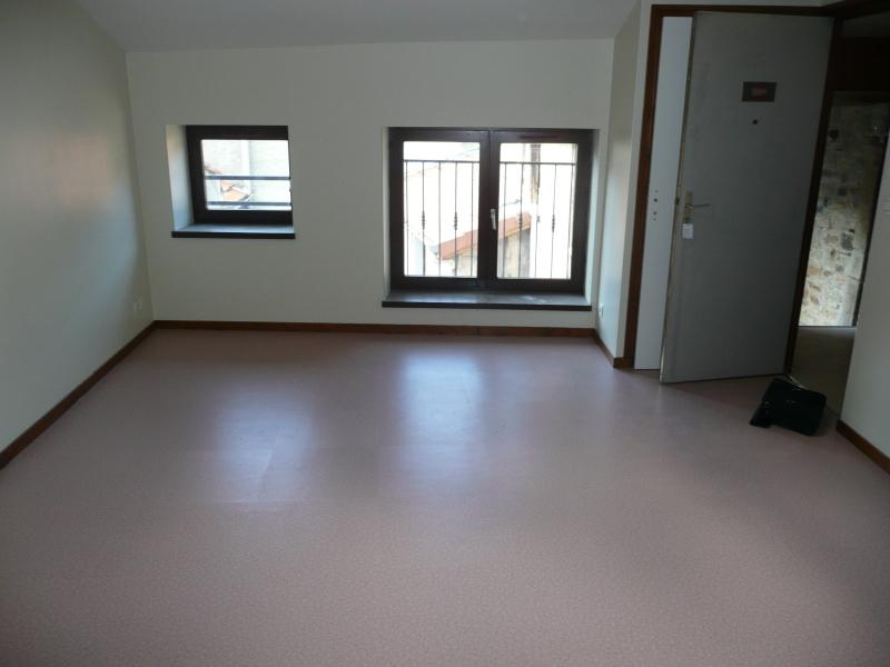 STUDIO A LOUER - ST ETIENNE HYPER CENTRE - 56 m2 - 390 € charges comprises par mois
