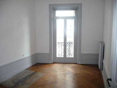 APPARTEMENT T2 A LOUER - ST ETIENNE HYPER CENTRE - 48 m2 - 490 € charges comprises par mois