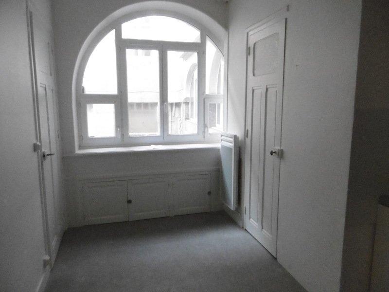 STUDIO A LOUER - ST ETIENNE HYPER CENTRE - 20 m2 - 235 € charges comprises par mois