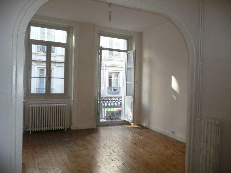 APPARTEMENT T2 A LOUER - ST ETIENNE HYPER CENTRE - 65 m2 - 420 € charges comprises par mois