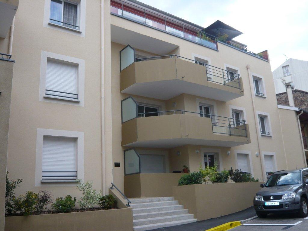 APPARTEMENT T3 A LOUER - FIRMINY - 72,06 m2 - 699 € charges comprises par mois