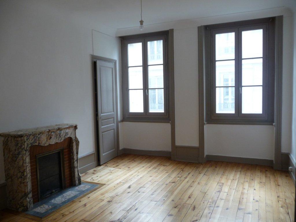 APPARTEMENT T3 A LOUER - ST ETIENNE HYPER CENTRE - 65 m2 - 432 € charges comprises par mois