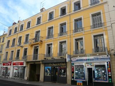 APPARTEMENT T3 A LOUER - ST ETIENNE PREFECTURE-JACQUARD - 118 m2 - 590 € charges comprises par mois