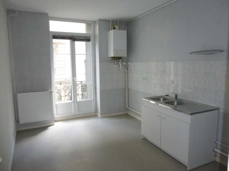 APPARTEMENT T3 A LOUER - ST ETIENNE BADOUILLERE-CHAVANELLE - 83,75 m2 - 545 € charges comprises par mois