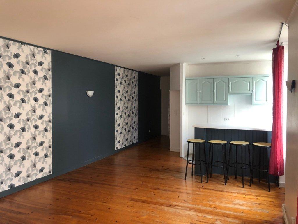 APPARTEMENT T2 A LOUER - ST ETIENNE HYPER CENTRE - 65 m2 - 405 € charges comprises par mois