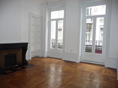 APPARTEMENT T4 A LOUER - ST ETIENNE HYPER CENTRE - 119 m2 - 640 € charges comprises par mois