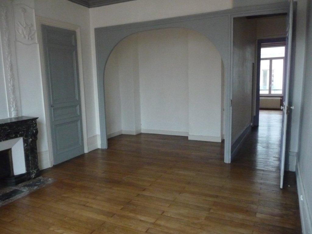 APPARTEMENT T3 A LOUER - ST ETIENNE HYPER CENTRE - 120 m2 - 640 € charges comprises par mois